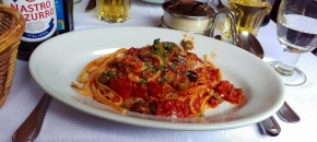 Spaghetti alla puttanesca - Ristorante Abruzzi - Rome